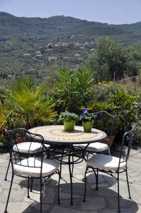 Photo for Family-friendly accommodation with a large terrace and private parking
