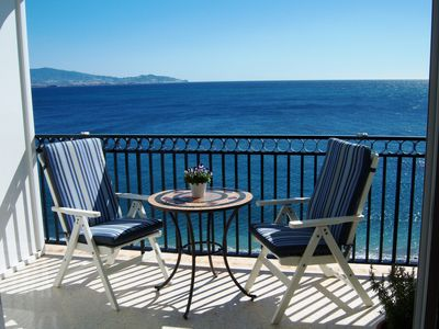 Photo for Enchanting apartment, 1. line of the beach, magnificent panoramic views, parking