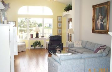 On A Golf Course, 4 Seat Golf Cart, 3/2 designer, Very near Pool. + LOCATION!