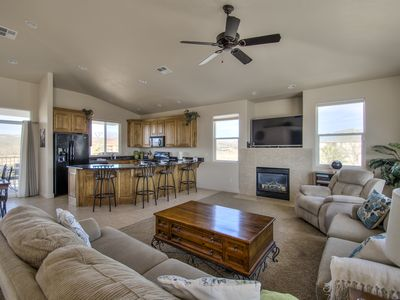 Awe Inspiring 2Br Condo Vacation Rental In St George Utah 174767 Home Interior And Landscaping Elinuenasavecom