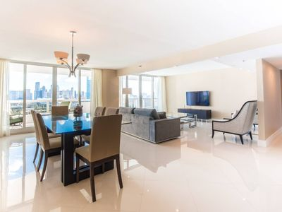 Downtown Miami 2054 | Luxury 2BR Waterfront Condo | Free Valet Parking