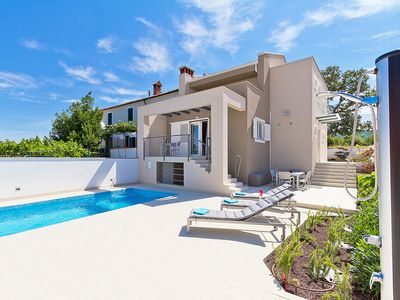Photo for This 3-bedroom villa for up to 6 guests is located in Labin and has a private swimming pool, air-con