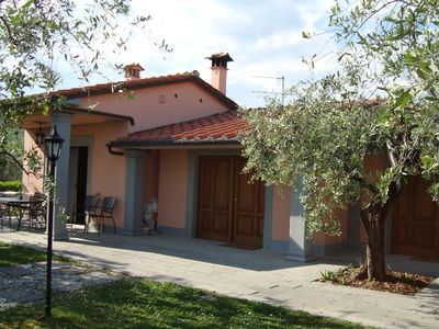 Photo for House in the Pistoia countryside with pool and garden, ideal for outdoor lunches
