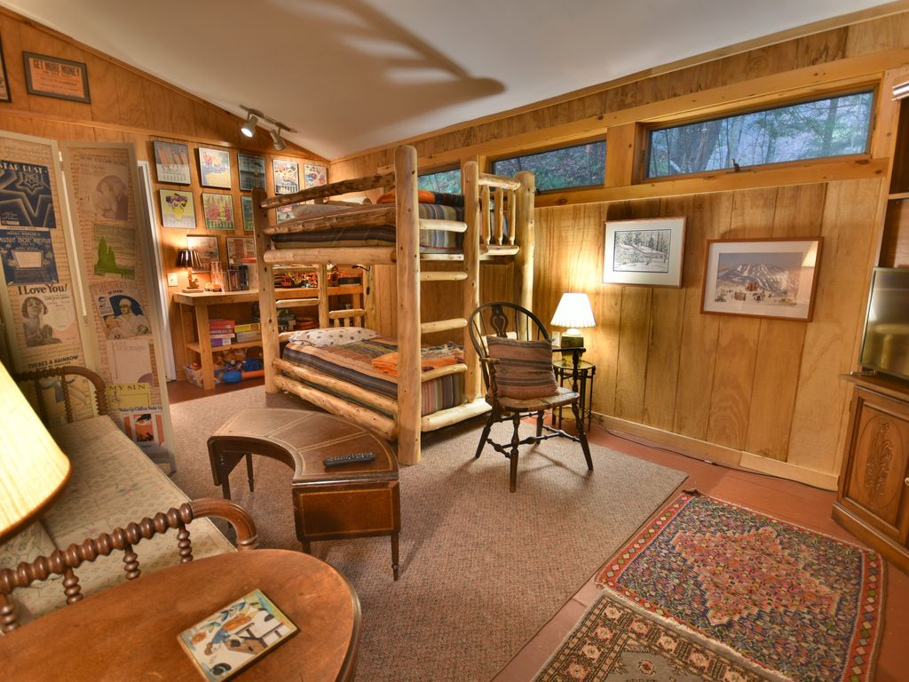 Classic Vermont Home within walking distance of the lakes. Free WIFI