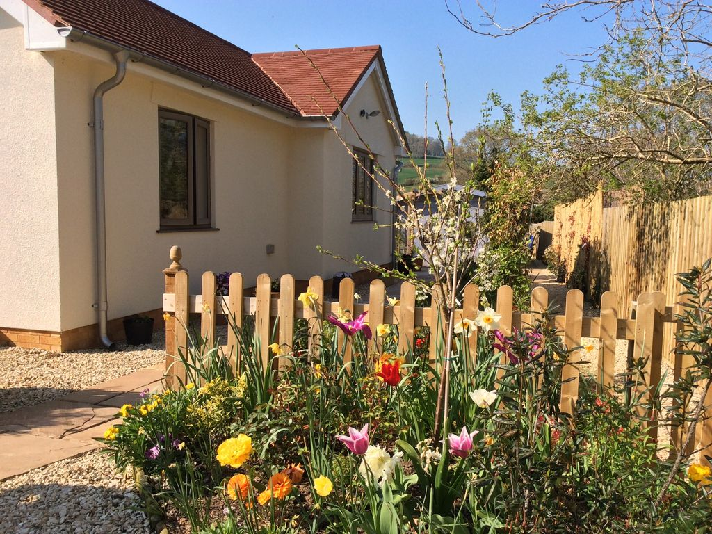 Detached dog friendly cottage with private homeaway - Pet friendly cottages with swimming pool ...