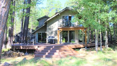 Cozy, newly remodeled golf course home with shared hot tub, pool and resort.