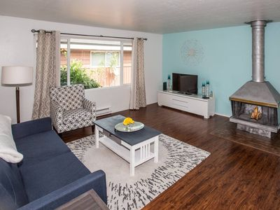 Photo for Seattle Supreme ★ New Apt ★ Sleeps 6!