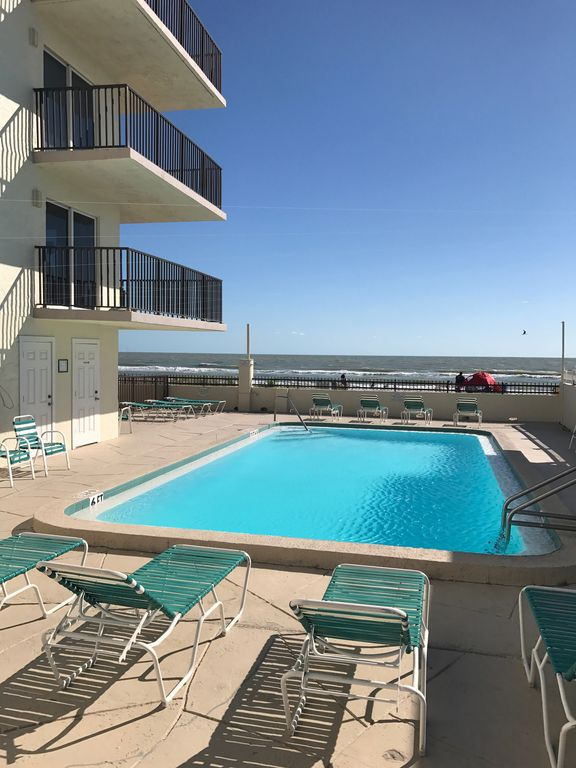 795 Week 6 9 23 Gulf Front View 75ft To Water 2bd 2ba 55tv Heated Photo Of Kima Iniums Madeira