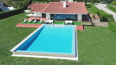 Photo for Modern villa sitting on walking distance to the river daam of Castelo de Bode