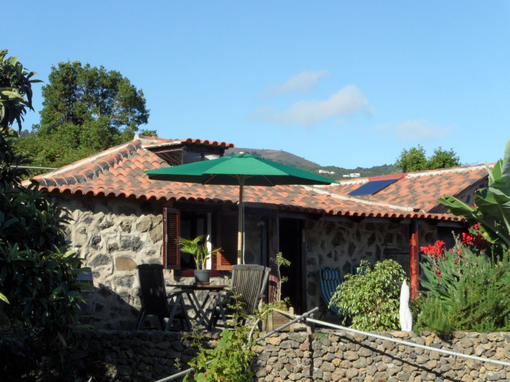 Small eco finca with terrace in quiet nature icod de los for Terrace nature
