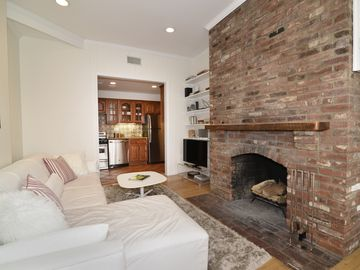 Luxury Georgetown Apt With Parking, Patio and Fireplace; Close to Everything