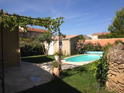 Photo for Villa on one level with enclosed garden and pool, Provence