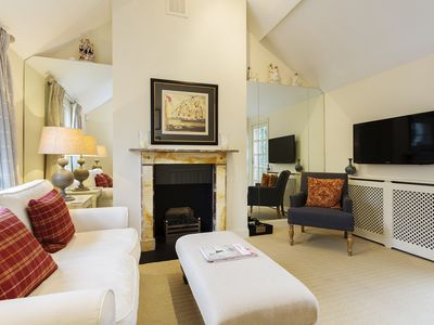 Photo for Cosy and romantic 1 bed cottage beautifully in boutique Notting Hill (Veeve)