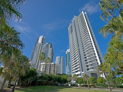 Photo for Superb Surfers Paradise Apartment – Top Location! Free Parking