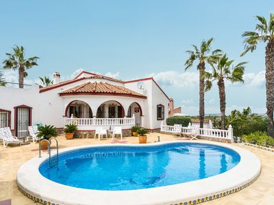 Photo for Lovely villa with swimming pool near the golf course.