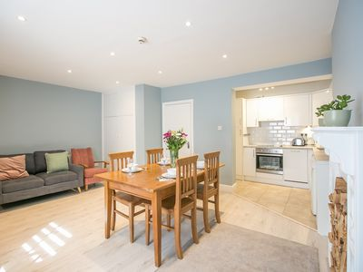 Photo for Pearse Street Gardens - 2 Bedroom/2 Bathroom Apartment - sleeps 5