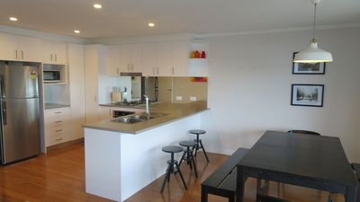 Photo for Twynan modern 3 bedroom apartment
