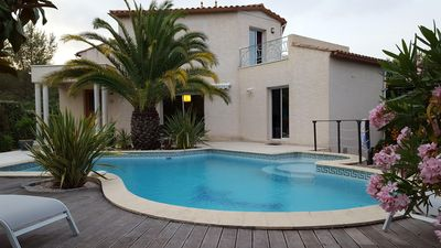 Photo for Villa between sea and scrubland quiet with large pool