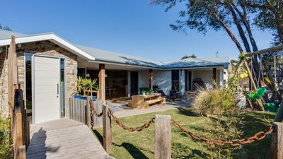 Photo for Walk to Beach and Accom for 9
