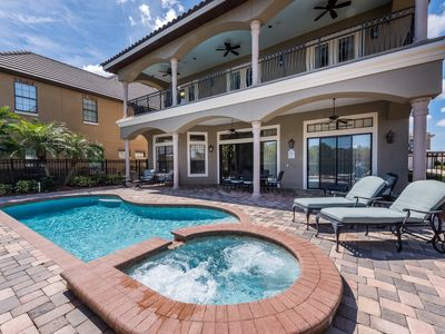 Photo for Perfect family getaway! Sleeps 12. Private Pool/Spa. Close to major attractions.