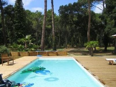 Photo for Californian house in wood, direct on golf, warmed up pool, 800m from the ocean