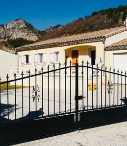 Photo for Charming house at 1. 1km from the center of castellan along the verdon