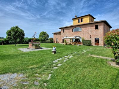 Photo for Private Villa with A/C, private pool, WIFI, TV, panoramic view, parking, close to Montepulciano