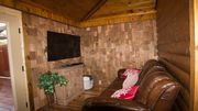 Perfect Luxury Cabin For Two Conveniently Located To Everything In Hochatown.