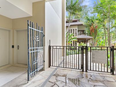 Photo for Studio apartment in the center of Palm Cove with Pool, Air conditioning, Parking, Terrace (669286)
