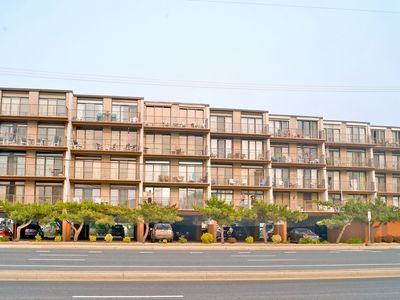 Photo for Jada 1A-Oceanside 77th St, Free WiFi, Pool, Elev, W/D, AC