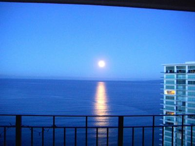 Photo for Spectacular 24th floor 1 bed 2 bath luxury condo right on the beach