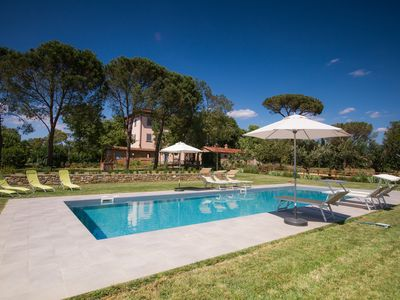Photo for Villa with pool, 7 bedrooms, in the Tuscan countryside between Cortona and Arezzo