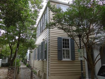 Located next to Charming Longitude Lane - walking path only w/access to E. Bay