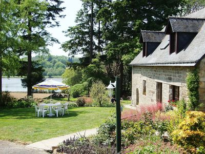 Farmhouse with views over the adjoining fishing lake, 3 beds that sleeps 6