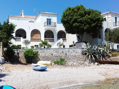 Photo for Beachfront Spetses spectacular fully equipped traditional Villa families/groups