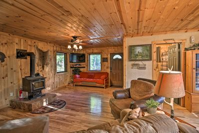 Table Rock Lake awaits your stay at this Tall Tree vacation rental cabin.