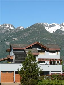 Photo for 4BR House Vacation Rental in squamish, BC
