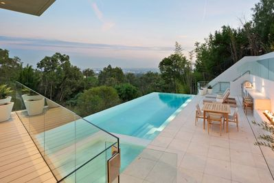 The infinity edge pool runs right off into the Los angles skyline.