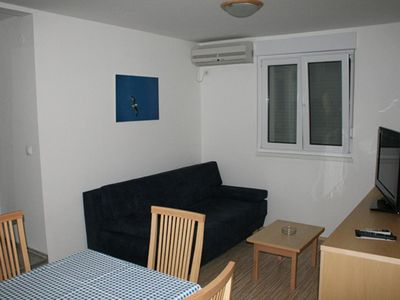 Photo for One bedroom apartment with balcony Vrboska (Hvar)