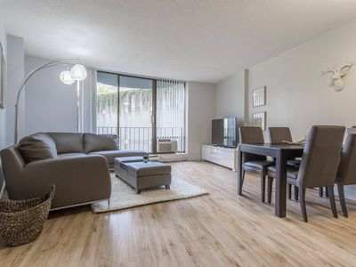 Photo for Stylish Convention Center (99 Walkscore) 1BD 1 - One Bedroom Apartment, Sleeps 3
