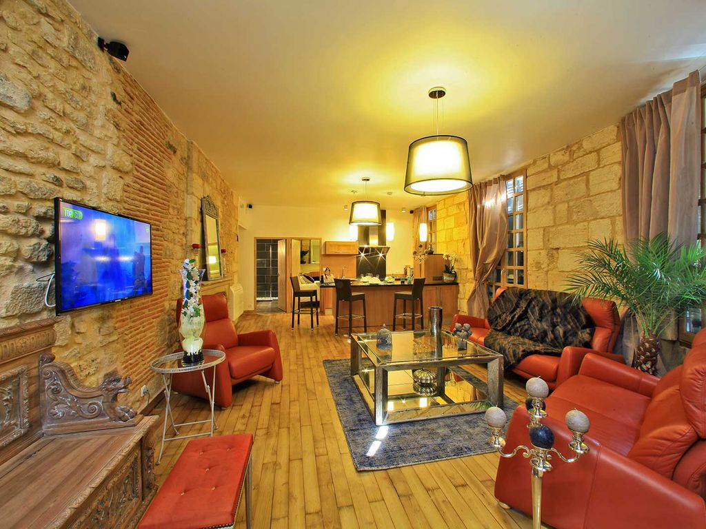 Sarlat-la-Canéda Holiday Apartment: Luxury Flat Harmony Gardens with ...