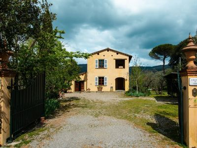 Photo for Beautiful private villa with private pool, WIFI, TV, pets allowed and parking, close to Arezzo