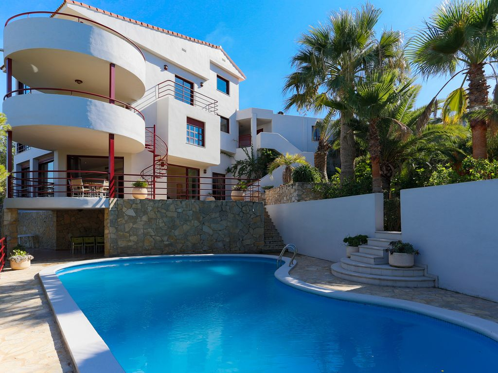 Luxury large villa, sleeps 15: Modern luxury villa with stunning ...
