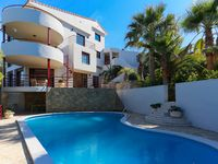 Fantastic Villa, lots of space, lovely pool.
