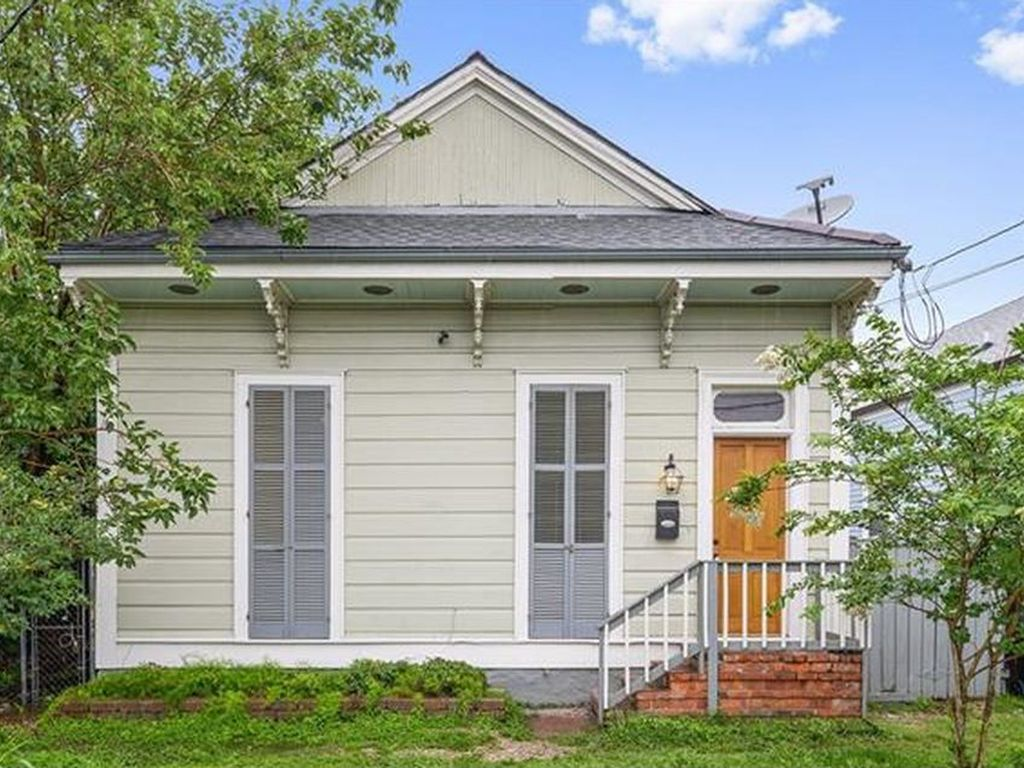 Cozy three bedroom creole cottage right off vrbo for Cajun cottages