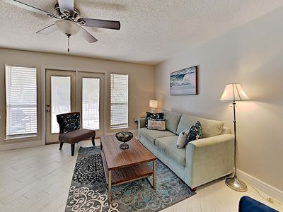 Photo for Come to the Beach! Private Balcony and Community Pool. Comforts of Home with Sho