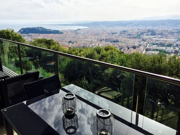 Chic luxurious 3 bed apartment with pool close to Villefranche and Nice