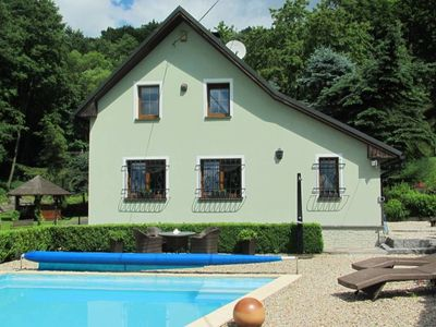 Photo for Holiday house with pool and well-kept garden near Karlovy Vary