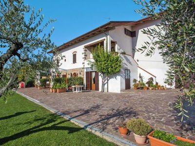 Photo for Agri-tourism Belvedere Pozzuolo, Larciano  in Um Florenz - 6 persons, 2 bedrooms