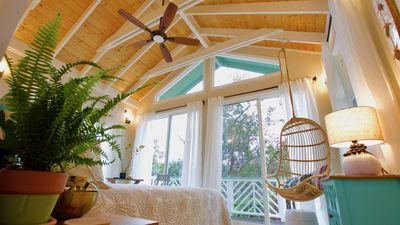 Photo for Luxurious Tree Cottage in the Rainforest